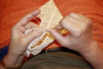 Ein Dreiecktuch selbst stricken ist einfach.