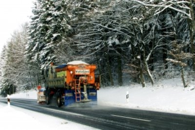 Winterdienst mit Streusalz - so gelingt das Auftauen.
