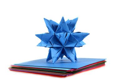 Ein Origami-Stern wirkt farbig besonders schön