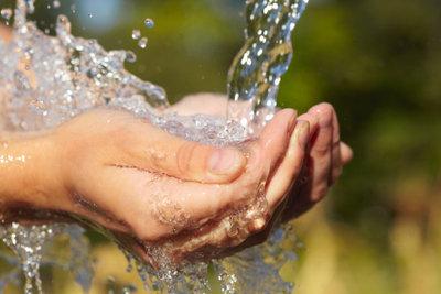 Osmosewasser und destilliertes Wasser unterscheiden sich im Verwendungszweck.