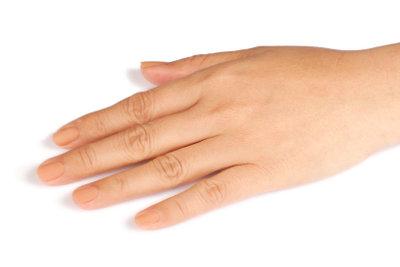 Schöne Fingernägel kommen immer gut an.