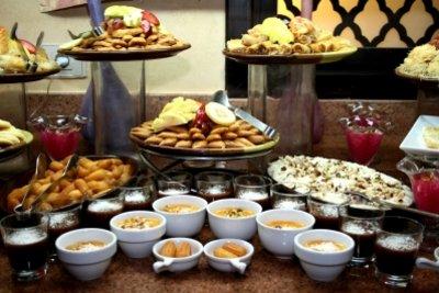 Ein Buffet können Sie schon am Tag vor der Party vorbereiten.