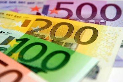 Elterngeld von 300 bis 1.800 Euro nach Antragstellung