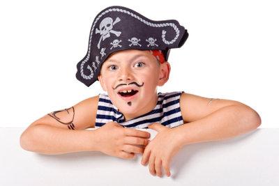 Kinder verkleiden sich gerne als Piraten.