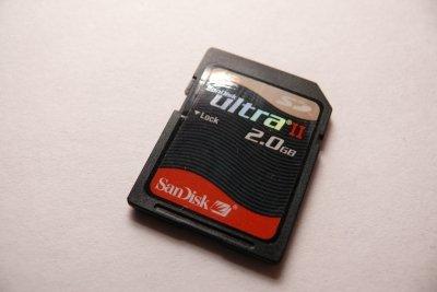 So setzen Sie eine Speicherkarte in das Samsung S5230 ein.