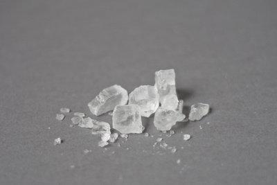 Typische Salze liegen als Kristalle vor.