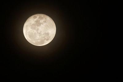 Gemäß Mondkalender beeinflusst der Mond das Gelingen oder Misslingen menschlicher Aktionen.
