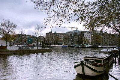 Romantischer Blick auf Amsterdam im Herbst.