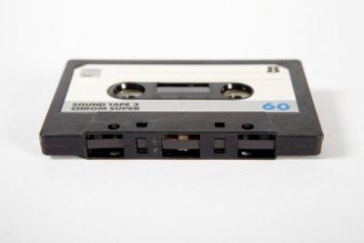 Auf Audiokassetten wird analog gespeichert.