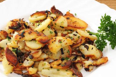 Kochen Sie Bratkartoffeln vor dem Anbraten.