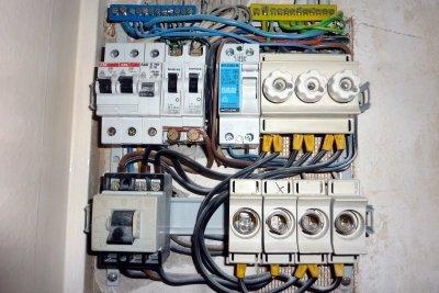 Elektische Anlagen sicher aufbauen.