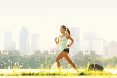 Joggen ist eine beliebte Art, sich fit zu halten.
