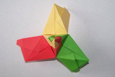 Drei Module bilden eine Spitze.