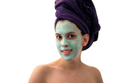 Gesichtsmasken helfen gegen unreine Haut.