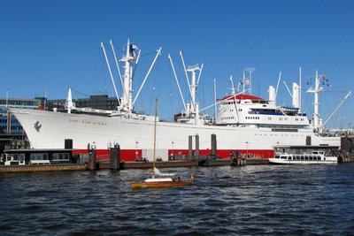 Frachtschiffe nehmen oft Passagiere mit.
