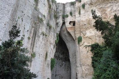 Die rätselhafte Höhle von Folgunthur