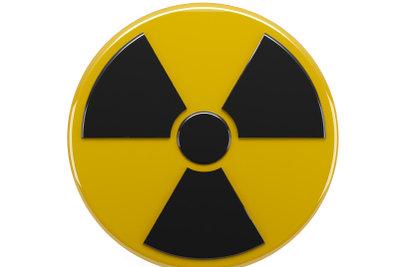 Radioaktiver Zerfall kann durch Zerfallsfunktionen beschrieben werden.