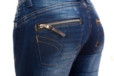 Skinny Jeans unterstreichen schöne Körperformen.