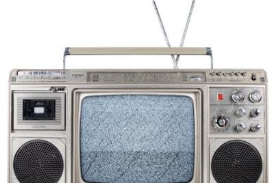 Ein Transmitter sendet Musik an das Radiogerät.
