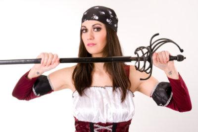 Ein Piratenkostüm für die Frau? So finden Sie es im eigenen Kleiderschrank.