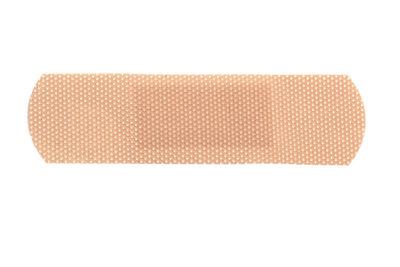 Pflasterstreifen helfen bei einem abgerissenen Fingernagel.