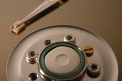 Beim Reseten des Computers kann die Festplatte beschädigt werden.