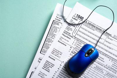Steuererklärung am Computer ausfüllen.