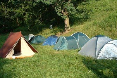 Zelten unter 18 ist beliebt und macht Spaß.