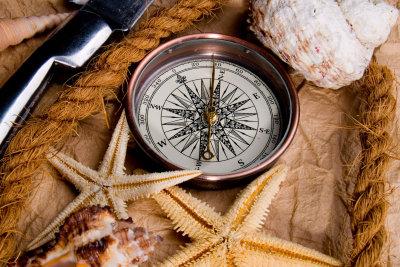 Mit dem Kompass den magnetischen Norden bestimmen