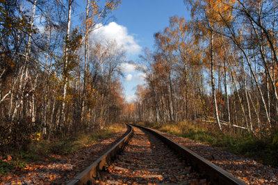 Auch an Eisenbahnstrecken kann es vermehrt zu Flugrost kommen.