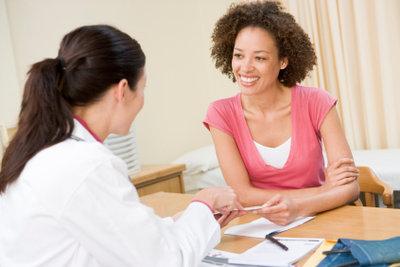 Gehen Sie wenn möglich am ersten Krankheitstag zum Arzt.