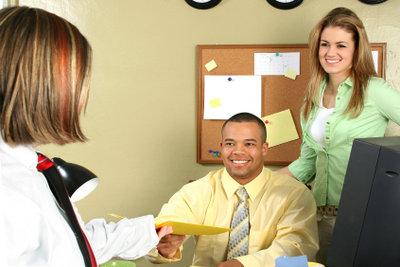 Sammeln Sie Erfahrungen durch ein Praktikum beim Anwalt.