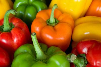 Paprika enthält den Stoff Solanin.