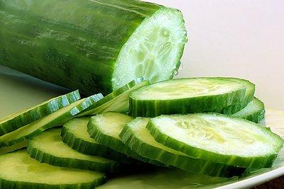 Gurke für Gemüsesticks oder Tzatziki verwenden.