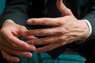 Einen passenden Ring finden.