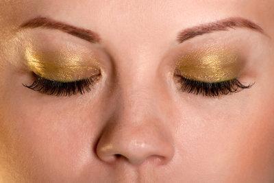 Tipps für den Kauf künstlicher Augenbrauen.