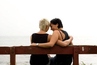 Für Lesben gibt es viele Möglichkeiten, die richtige Partnerin zu finden.