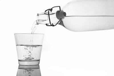 Wasser mit Kohlensäure erfrischt.