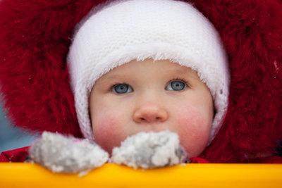 Ziehen Sie Ihr Kind warm an.
