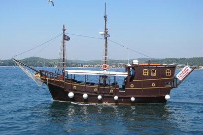 Schiffe sind wichtige Transportmittel.