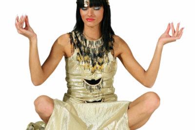 Der Cleopatra-Look ist einfach zu schminken.