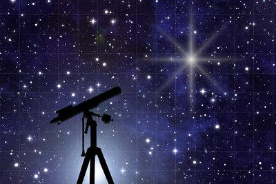 Astronomen sehen in die Sterne