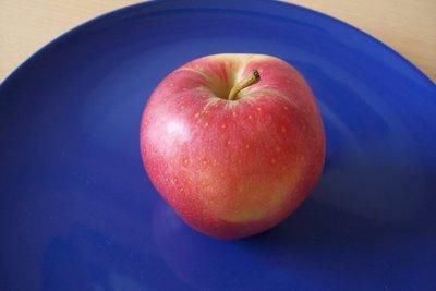 Äpfel können wegen der enthaltenen Fructose zu Blähungen führen.