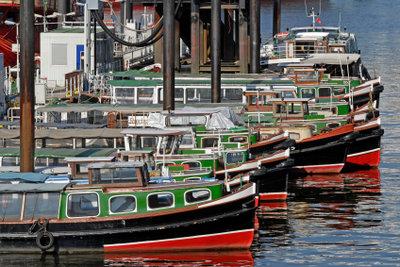 Silvester bei einer Fahrt mit einer Hafenbarkasse erleben.