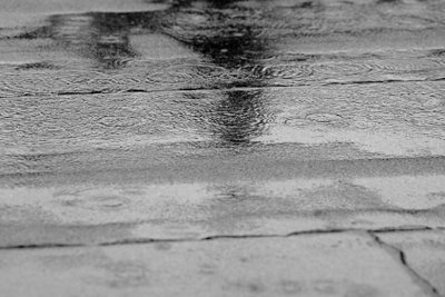 Ein Regentag muss keine Langeweile mit der Freundin bedeuten.
