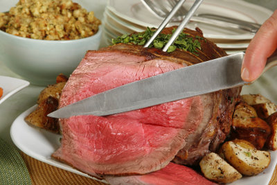 Einen zarten Rinderbraten können Sie im Backofen zubereiten.