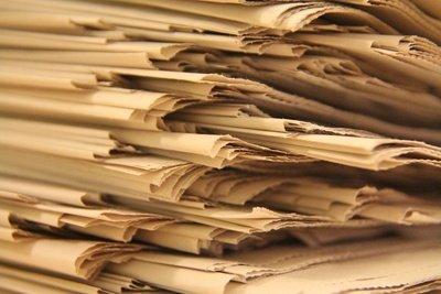 Vergleichen Sie verschiedene Zeitungen miteinander.