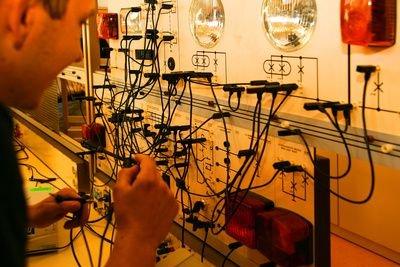 Mechatroniker und Industriemechaniker haben ähnliche Berufsbilder.