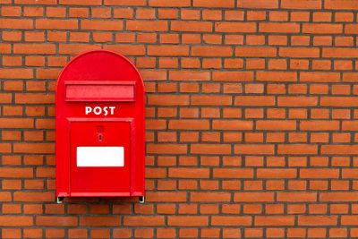 Den Vor- und Nachnamen am Briefkasten angeben
