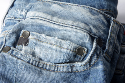 Eine Schultasche aus Jeans.